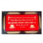 Khánh vàng đảng ủy tặng nhà sư
