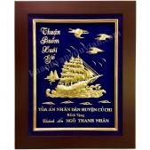 Khánh vàng thuyền buồm Quà tặng sếp nam